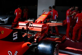 Rear wing of Ferrari SF90