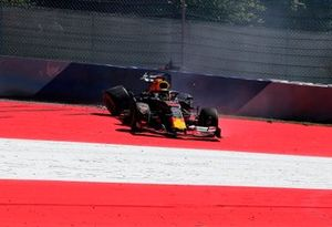 Max Verstappen, Red Bull Racing RB15, après son accident