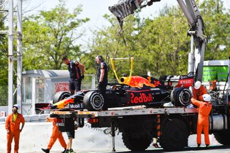 La Red Bull de Dan Ticktum sur une dépanneuse