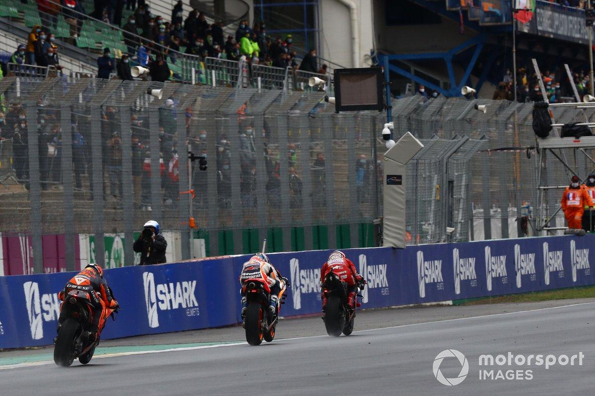 Andrea Dovizioso, Ducati Team leads pack
