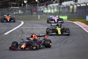 Max Verstappen, Red Bull Racing RB16 Daniel Ricciardo, Renault F1 Team R.S.20