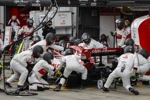 Kimi Raikkonen, Alfa Romeo Racing C39, makes a stop