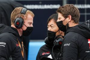 Romain Grosjean, Haas F1, with his engineers
