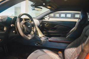 Aston Martin DBS Superleggera van Max Verstappen