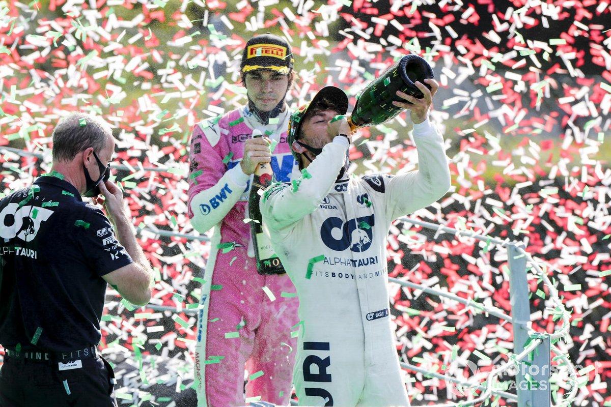 Pierre Gasly, AlphaTauri, primo classificato, e Lance Stroll, Racing Point, terzo classificato, festeggiano sul podio