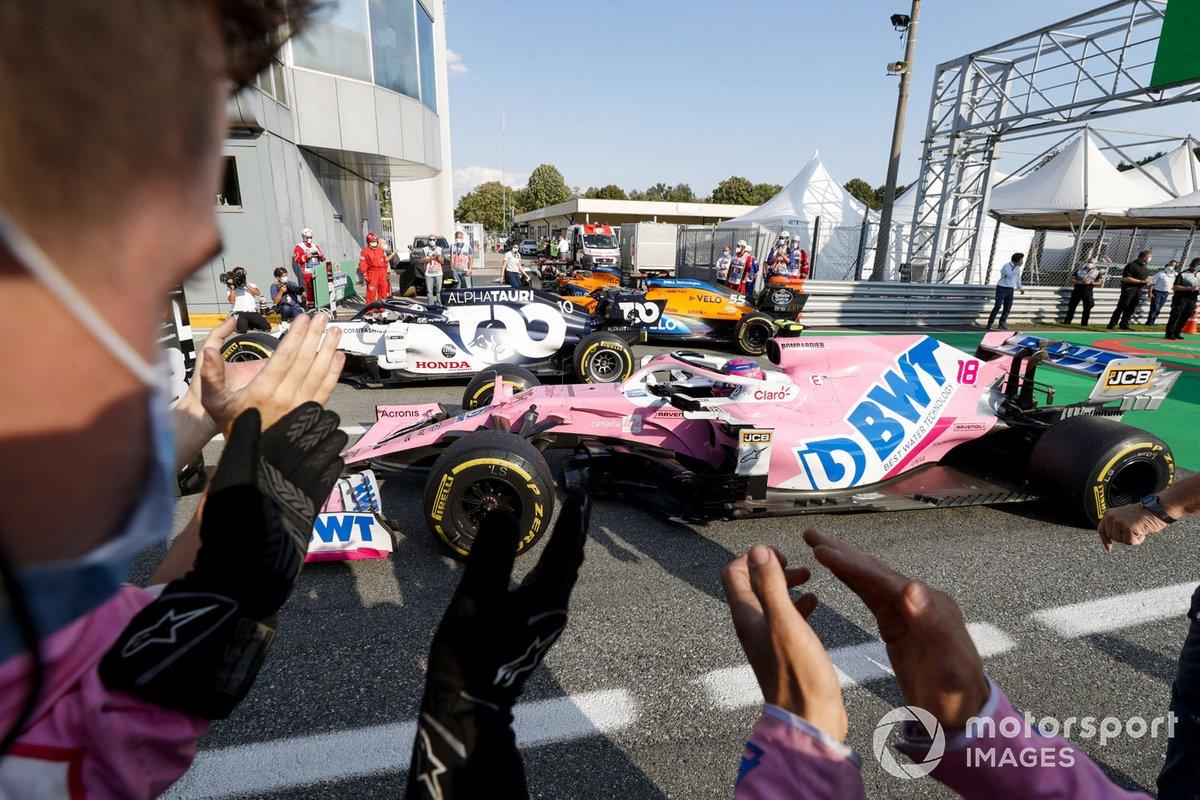 Lance Stroll, Racing Point RP20, 3ª posición, Pierre Gasly, AlphaTauri AT01, 1ª posición, y Carlos Sainz Jr., McLaren MCL35, 2ª posición, llegan a Parc Ferme
