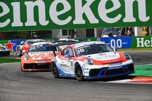 Simone Iaquinta, Ombra Racing, leads Jesse van Kujik, Team GP Elite