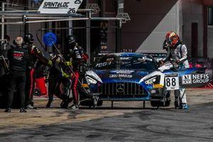 Пит-стоп экипажа # 88, Mercedes-AMG GT4, AKKA ASP Team, Раффаэле Марчелло и Тимур Богуславский