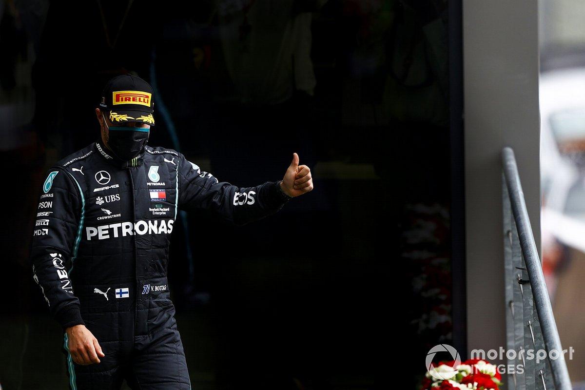Lewis Hamilton, Mercedes-AMG F1, primo posto, festeggia sul podio