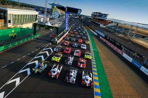 Групповое фото автомобилей участников