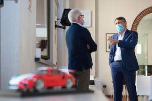 Uniti per Ripartire Pietro Innocenti, AD Porsche Italia e Luciano Gualzetti, direttore Caritas Milano