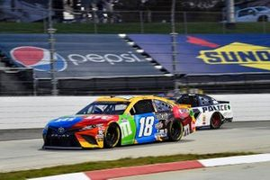 Kyle Busch, Joe Gibbs Racing, Toyota Camry M&M's, Josh Bilicki, Tommy Baldwin Racing, Chevrolet Camaro Insurance King