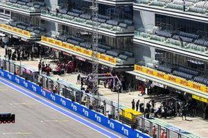 Kimi Raikkonen, Alfa Romeo Racing C39, and Pierre Gasly, AlphaTauri AT01, in their pit boxes