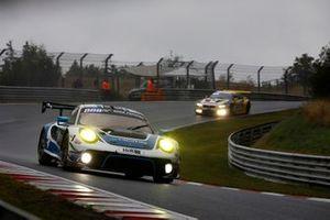 #18 KCMG Porsche 911 GT3 R: Earl Bamber, Timo Bernhard, Dennis Olsen, Jörg Bergmeister