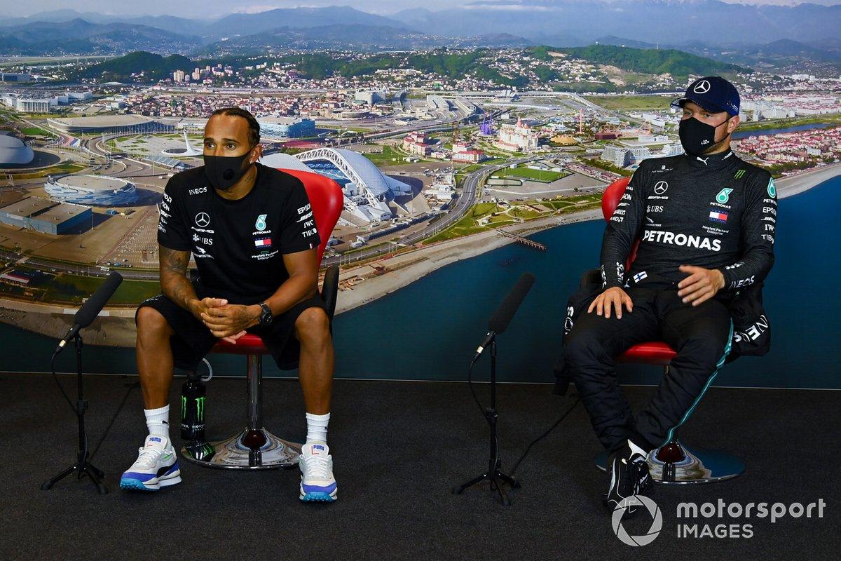 Lewis Hamilton, Mercedes-AMG F1 e Valtteri Bottas, Mercedes-AMG F1, nella conferenza stampa dopo le qualifiche