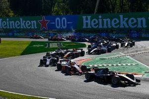 Callum Ilott, UNI-Virtuosi devance Mick Schumacher, Prema Racing au départ de la course