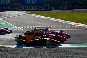 Джей Эйткен, Campos Racing, Фелипе Другович, MP Motorsport и Артем Маркелов, BWT HWA Racelab battle