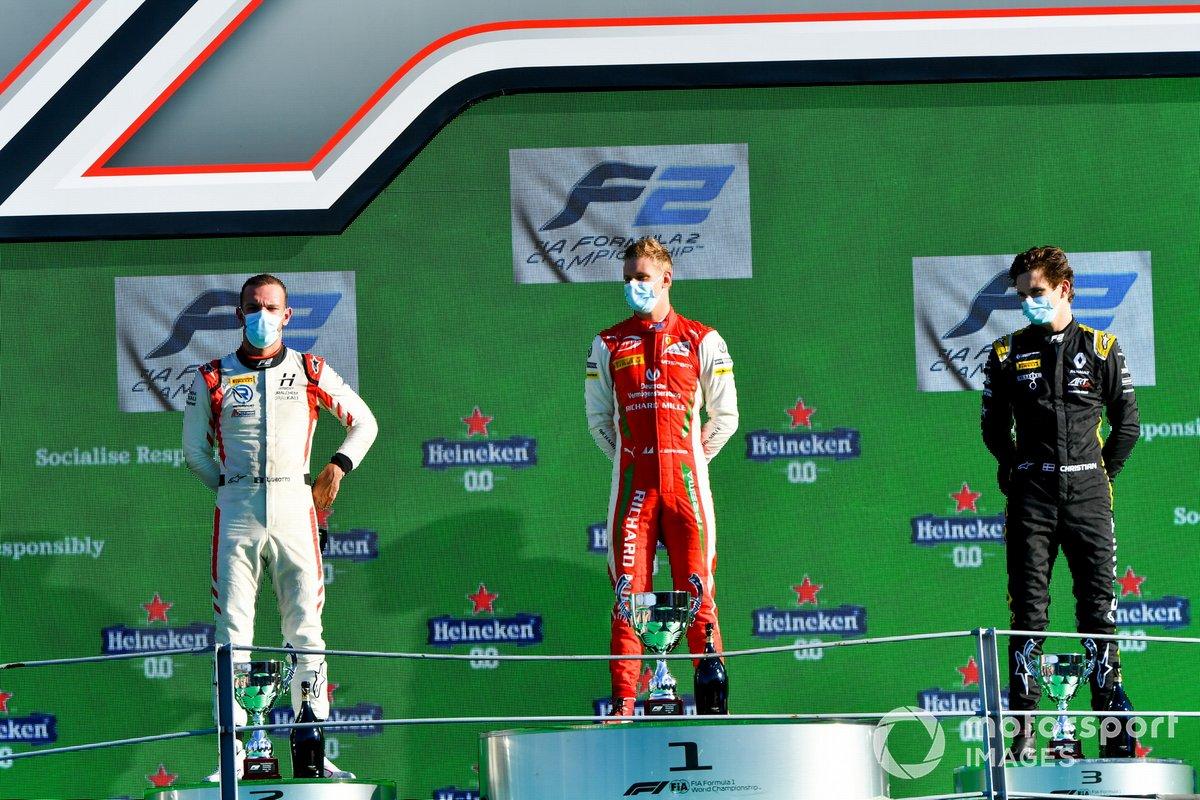 Podio: ganador de la carrera Mick Schumacher, Prema Racing, segundo lugar Luca Ghiotto, Hitech Grand Prix, y tercer lugar Christian Lundgaard, ART Grand Prix