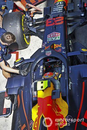 Alex Albon, Red Bull Racing RB16, dans les stands