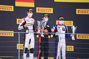Winner Liam Lawson, Hitech Grand Prix, celebrates on the podium with David Beckmann, Trident and Theo Pourchaire, ART Grand Prix