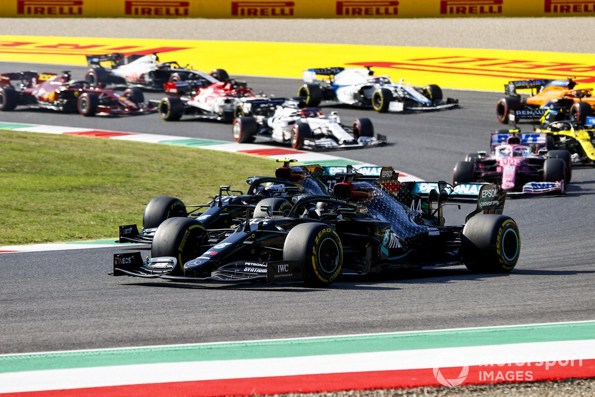 Lewis Hamilton, Mercedes F1 W11, Valtteri Bottas, Mercedes F1 W11, Lance Stroll, Racing Point RP20, and the rest of the field at the restart