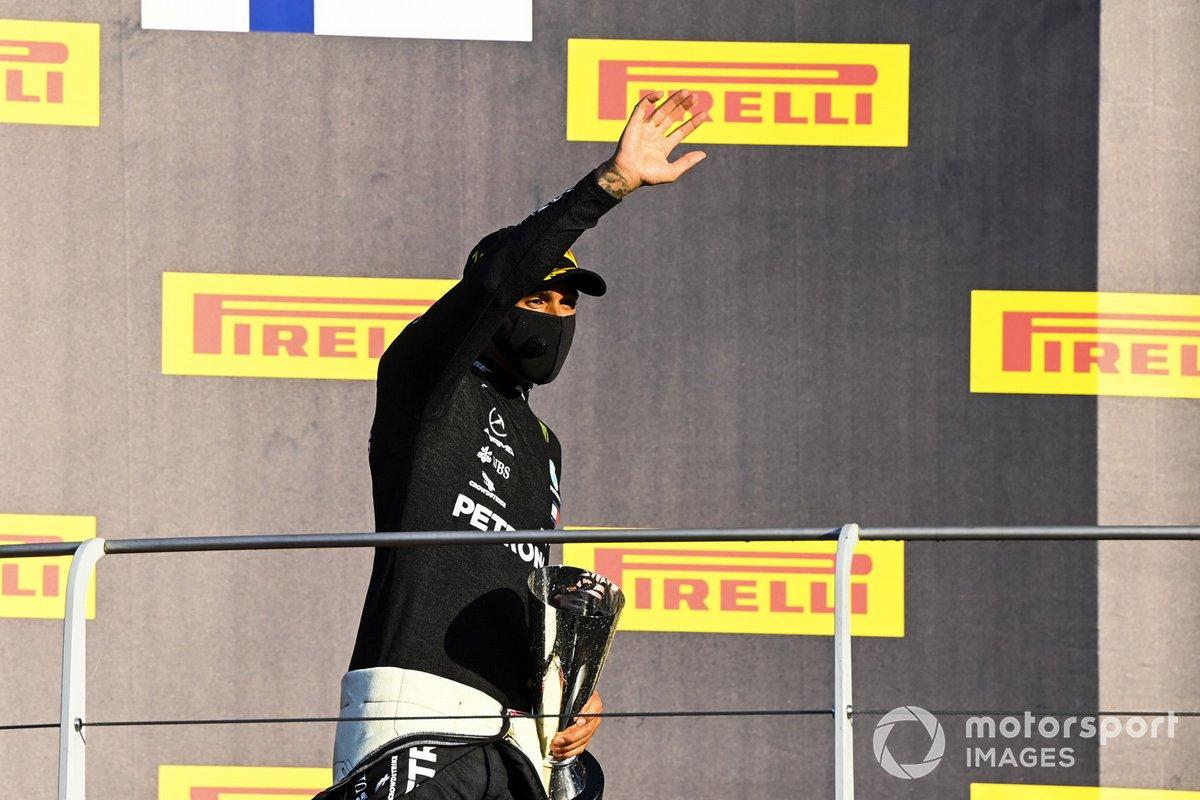 Podio: ganador Lewis Hamilton, Mercedes-AMG F1