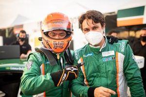 Rafael Suzuki e Lucas Salles comemoram pole em Mogi
