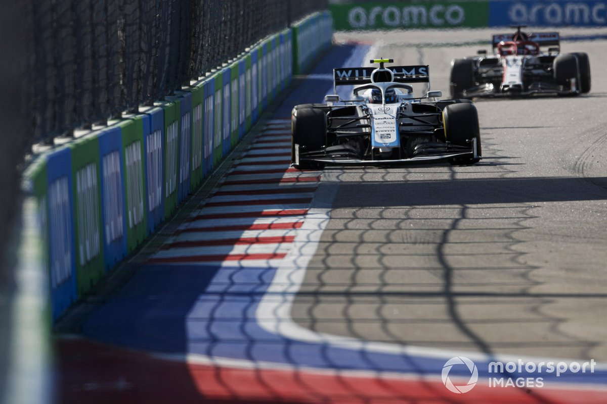Nicholas Latifi, Williams FW43, Kimi Raikkonen, Alfa Romeo Racing C39
