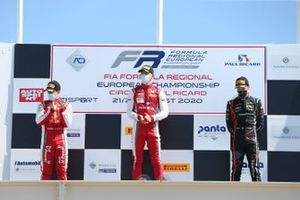 Il podio di Gara1: Arthur Leclerc, Prema Powerteam, secondo posto, Gianluca Petecof, Prema Powerteam, terzo posto, Chovet Pierre-Louis, Van Amersfoort Racing