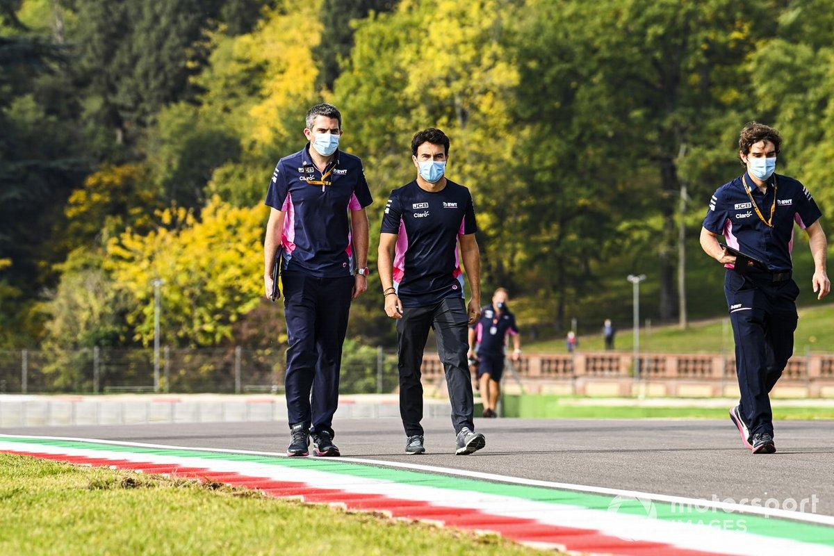 Sergio Perez, Racing Point, cammina sul circuito