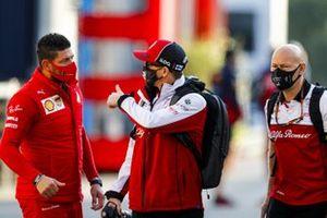 Kimi Raikkonen, Alfa Romeo and Mark Arnall, trainer to Kimi Raikkonen