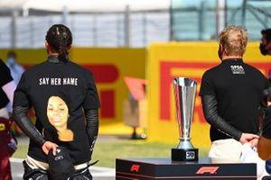 Lewis Hamilton, Mercedes-AMG F1, et Valtteri Bottas, Mercedes-AMG F1, sur la grille