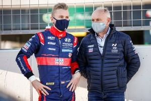 Luca Engstler, Engstler Hyundai N Liqui Moly Racing Team Hyundai i30 N TCR, mit Vater Franz Engstler