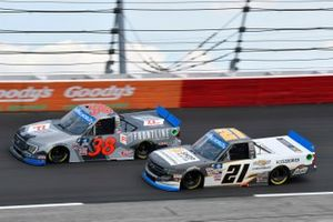 Todd Gilliland, Front Row Motorsports, Ford F-150 Frontline Enterprises Inc. and Zane Smith, GMS Racing, Chevrolet Silverado Chevy Accessories