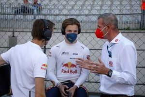 Liam Lawson, AF Corse met Niels Wittich, Race directeur