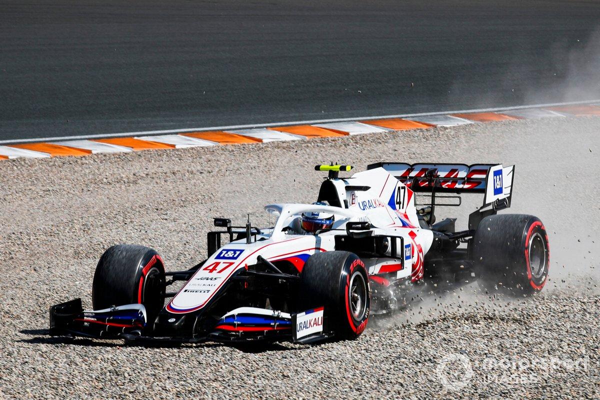 Mick Schumacher, Haas VF-21, nella ghiaia