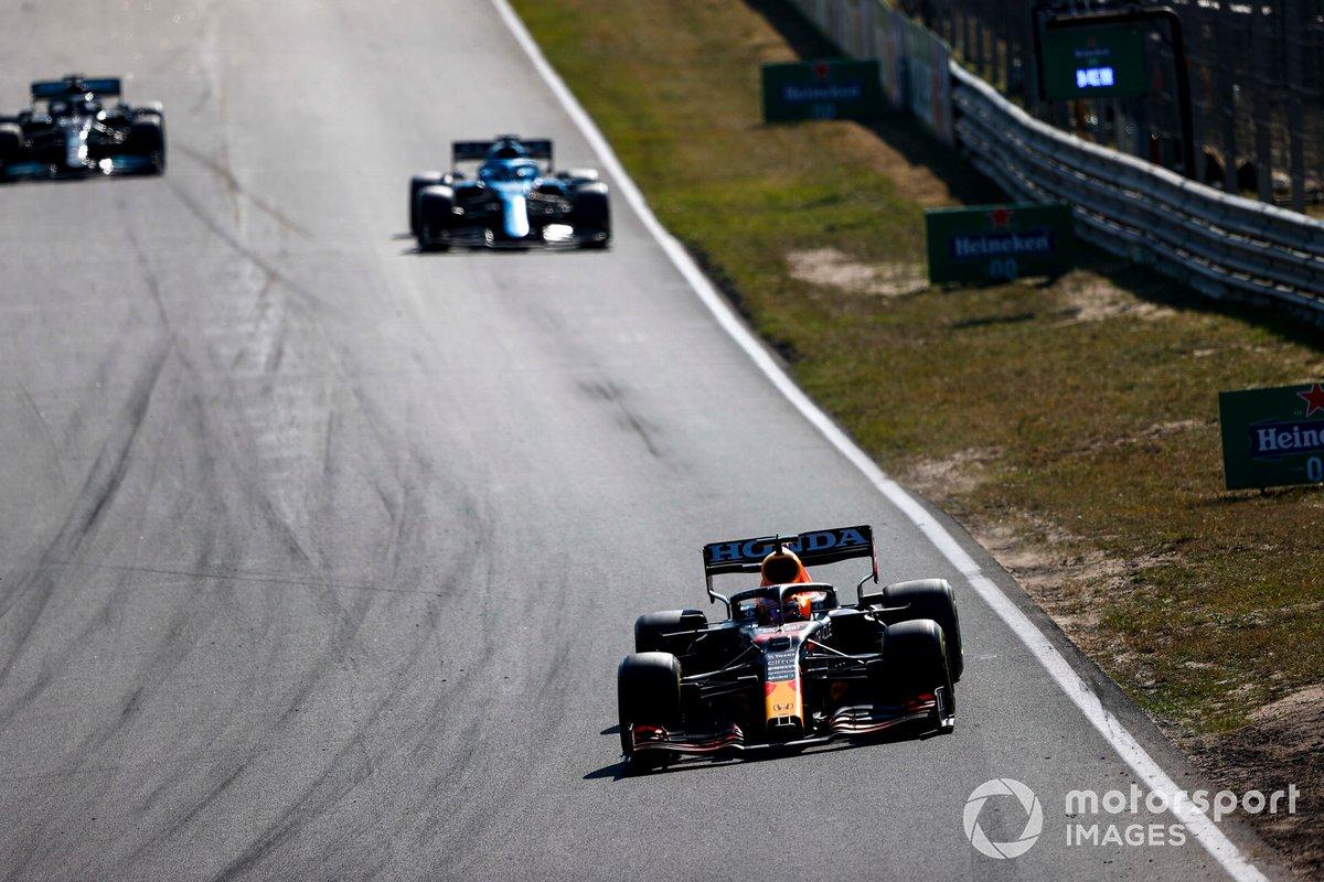 Max Verstappen, Red Bull Racing RB16B, Fernando Alonso, Alpine A521