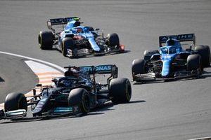 Lewis Hamilton, Mercedes W12, Fernando Alonso, Alpine A521, and Esteban Ocon, Alpine A521