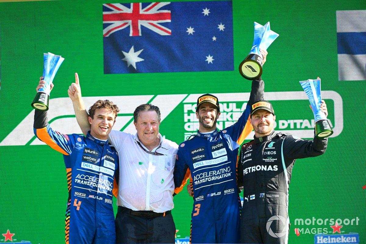 Podio: ganador Daniel Ricciardo, McLaren, segundo lugar Lando Norris, McLaren, tercer lugar, Bottas, Mercedes