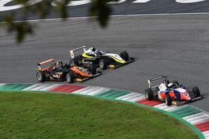 Lorenzo Patrese, AKM Motorsport por delante de Francesco Simonazzi, BVM Racing y Bence Valint, Van Amersfoort Racing