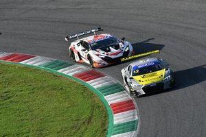 #12 Audi Sport Italia, Audi R8 LMS GT3 Evo: Lorenzo Ferrari, Riccardo Agostini e #88 LP Racing, Lamborghini Huracán GT3 Evo: Pietro Perolini, Jonathan Cecotto