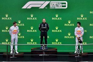 Max Verstappen, Red Bull Racing, 2nd position, Valtteri Bottas, Mercedes, 1st position, and Sergio Perez, Red Bull Racing, 3rd position, on the podium