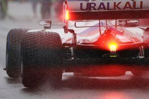 Nikita Mazepin, Haas VF-21, arriveert op de grid