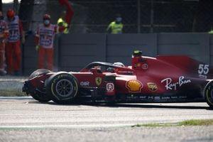 Carlos Sainz Jr., Ferrari SF21, crashes and causes a red flag