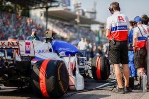 Механики на решетке с машиной Мика Шумахера, Haas VF-21