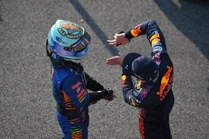 Daniel Ricciardo, McLaren, 3rd position, and Max Verstappen, Red Bull Racing, 2nd position, talk in Parc Ferme after Sprint Qualifying