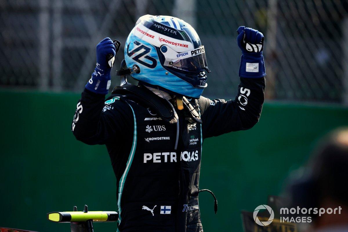 Ganador carrera sprint y pole position Valtteri Bottas, Mercedes, en Parc Ferme