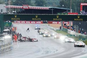 #20 High Class Racing Oreca 07 - Gibson LMP2, Dennis Andersen, Ricky Taylor, Marco Sørensen rimane fermo sulla griglia mentre le altre auto iniziano il loro giro di formazione