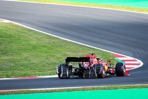Test equipment on the car of Carlos Sainz Jr., Ferrari SF21