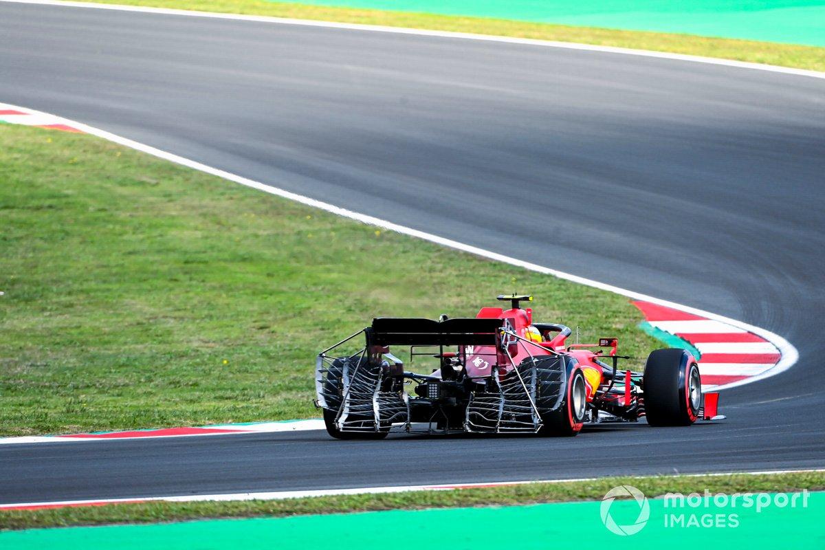 Equipamiento de Carlos Sainz Jr., Ferrari SF21